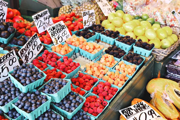 save money on groceries - fresh berries at outdoor market