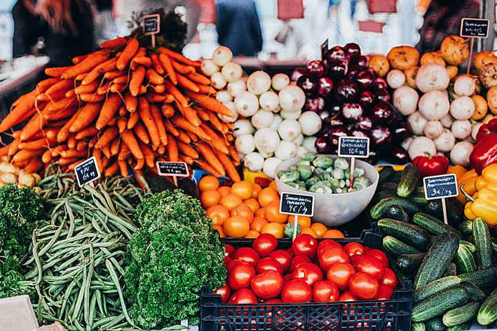 save money on groceries - know what produce to buy