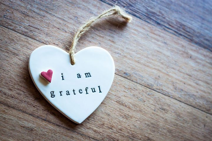 i am grateful on ceramic heart with rope loop